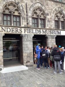 Pred muzejom