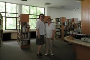 U knjižnici